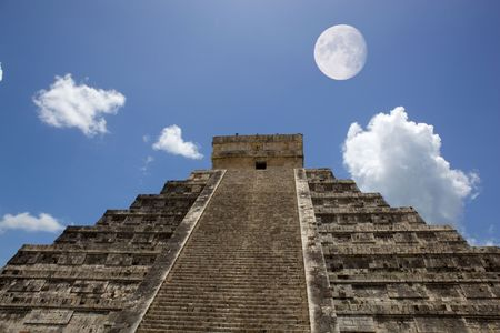 ruins is ancient: Ancient Mayan pyramid, Kukulcan Temple at Chichen Itza, Yucatan, Mexico