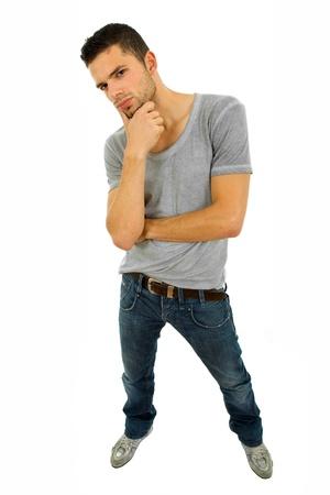 expression corporelle: jeune homme occasionnels corps complet dans un fond blanc
