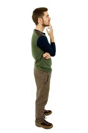 hombre pensando: joven casual de cuerpo completo en un fondo blanco