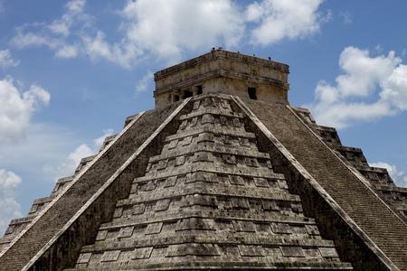 Ancient Mayan pyramid, Kukulcan Temple at Chichen Itza, Yucatan, Mexico Stock Photo - 9105977