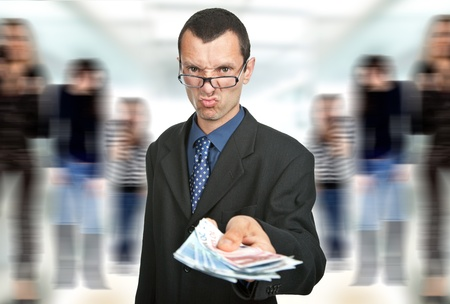 remuneraci�n: joven hombre de negocios con mucho dinero