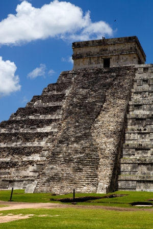 Ancient Mayan pyramid, Kukulcan Temple at Chichen Itza, Yucatan, Mexico Stok Fotoğraf - 10587385