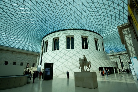 People visit the British Museum. Museum of human history and culture. London, UK 에디토리얼