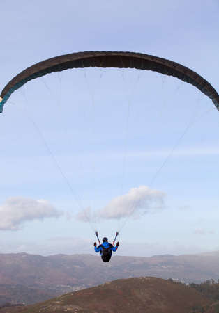 parapendio: Paragliding Cross-country Portuguese League, in the north of Portugal, December 17, 2011, Caldelas, Portugal. Editorial