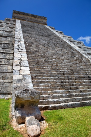 Ancient Mayan temple detail at Chichen Itza, Yucatan, Mexico Stock Photo - 13383625