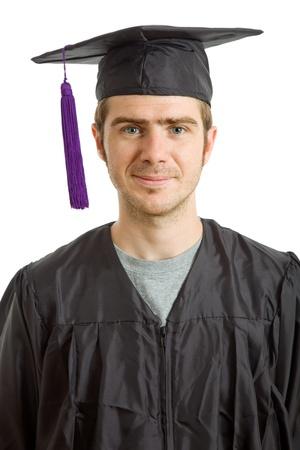 glückliche junge Mann nach seinem Abschluss, isoliert auf weiß