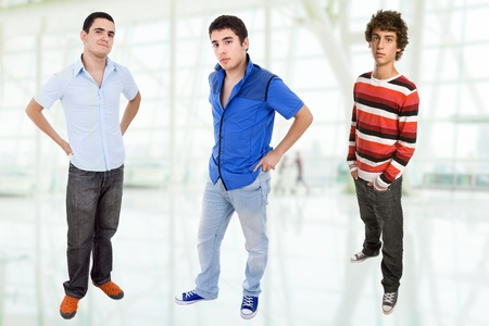 nude boy: drei junge gl�ckliche Jugendliche stehen