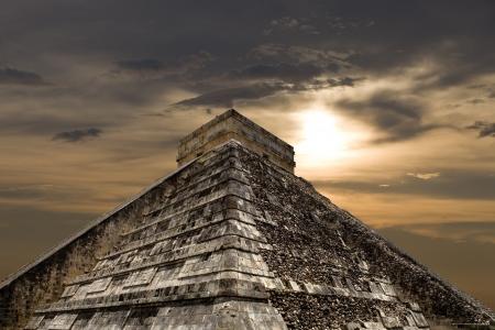 고 대 마 야 피라미드, 치첸이 트사, 유카탄, 멕시코 Kukulcan 사원 스톡 콘텐츠 - 15472795