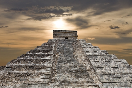 mayan riviera: Ancient Mayan pyramid, Kukulcan Temple at Chichen Itza, Yucatan, Mexico