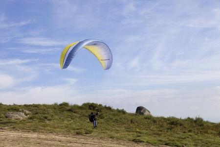 parapendio: CALDELAS, PORTUGAL - OCTOBER 13: Paragliding Aboua Cup, in the north of Portugal, October 13, 2012, Caldelas, Portugal.