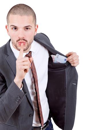 remuneración: joven hombre de negocios con el dinero sobre el fondo blanco