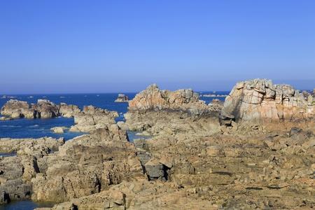 granit: Cote de granite Rose, Brittany Coast near Ploumanach, France