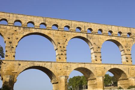 du ร    ก ร: Pont du Gard, Roman aqueduct in southern France near Nimes