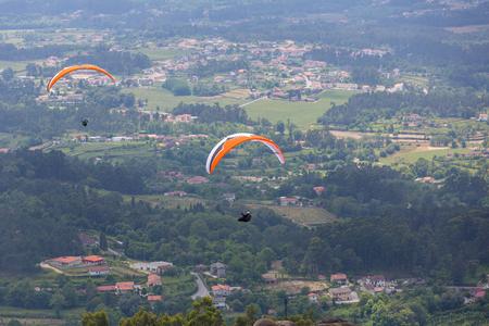 parapendio: CALDELAS, PORTUGAL - JUNE 4: Paragliding Festival Aboua Cup de Caldelas 2016, in the north of Portugal, 4 June, 2016, Caldelas, Portugal. Editorial
