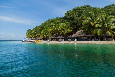 Bocas Del Toro, Panama: beautiful caribbean beach with boats, Bocas del Toro, Panama 에디토리얼