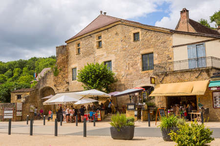 Limeuil, France - Medieval village with typical houses, overlooking the confluence of the Dordogne and Vézère rivers. Limeuil, in the Dordogne-Périgord region in Aquitaine, France. 에디토리얼