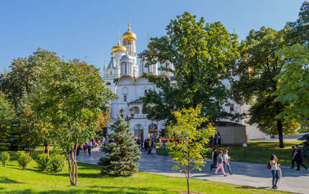 MOSCOW, RUSSIA: People visiting the Church of the Twelve Apostles in the Moscow Kremlin, Russia 에디토리얼