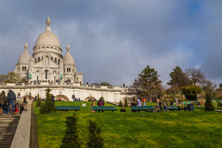 PARIS, FRANCE: Sacre-Coeur church, Paris citiscape view over the roofs with dramatic winter sky. France 에디토리얼