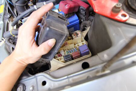 car fuse: open the fuse car box