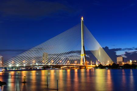 大きな吊り橋日没時間日没時間で橋ラマ 8 写真素材