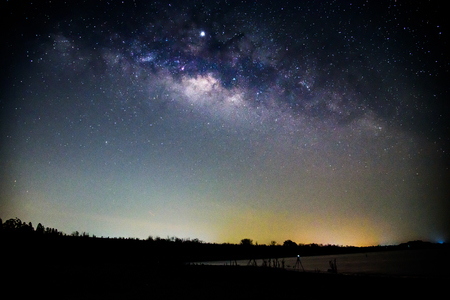 milky way at the lake in night time Imagens