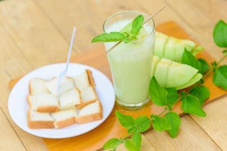 Milk melon Smoothie in glass with Roast bread 版權商用圖片 - 167519413