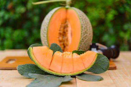 Closeupt to fresh orange melon on the plate 版權商用圖片