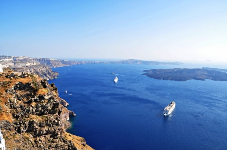 unsurpassed: Cruise boats mooring in the calm water of the caldera,  Santorini island