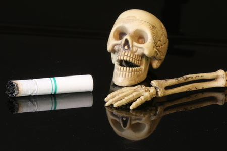 campaigning: Three human skeletons with cigarettes.