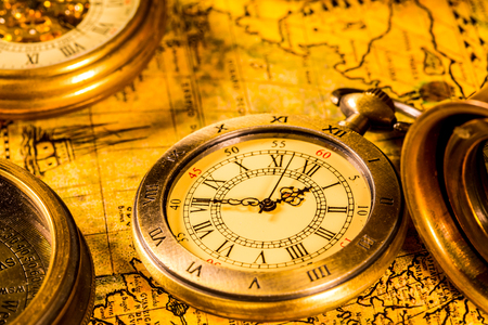 Vintage compass and pocket watch. Map of the Ancient World in 1565. Фото со стока - 117167768