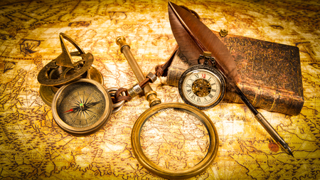Vintage magnifying glass, pen, book, compass, pocket watch. Map of the Ancient World in 1565. Archivio Fotografico