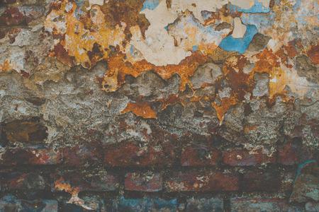 Pintura escamosa vieja de una pared agrietada grunge. Foto de archivo - 109736974
