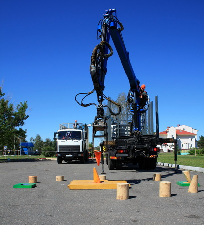 chock: competition precision industrial manipulator for the loggers