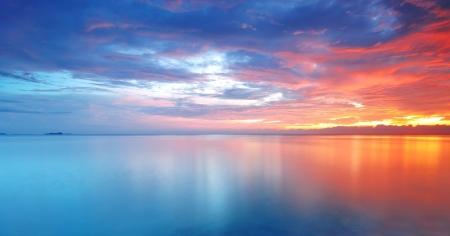 Panorama van de Lange Blootstelling van zachte en kleurrijke zonsondergang Stockfoto