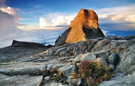 Sunrise at St  John Peak and South Peak mount kinabalu