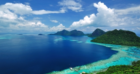 Malesia Sabah Borneo Vista panoramica di Tun Sakaran parco marino isola tropicale Semporna, Sabah