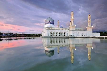 likas: Floating mosque called Bandaraya Mosque at Likas, Kota Kinabalu, Sabah, Malaysia