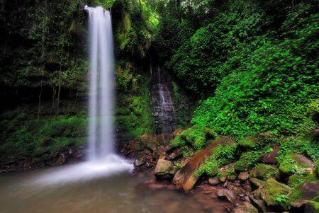 Waterfall in Borneo Mahua Waterfall in Tambunan Kinabalu National Park. Imagens