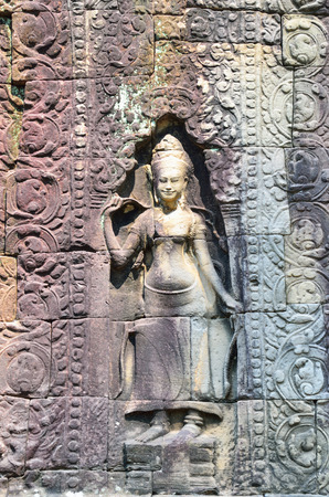 bas: Apsara, a bas relief in Angkor Thom, Angkor Wat Temple Complex near Siem Reap, Cambodia.