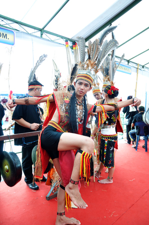 sabah: KOTA KINABALU, MALAYSIA - MAY 30, 2015: Young man from Murut tribe in traditional costume during the Sabah State Harvest festival celebration in Kota Kinabalu, Sabah Borneo, Malaysia.