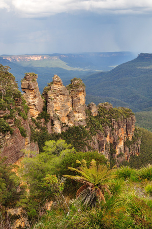 three sisters: Three sisters in Blue Mountain National park, New South Wales, Australia.
