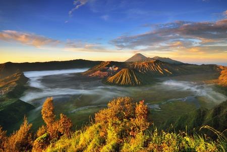 ブロモ山日の出、国、インドネシア。