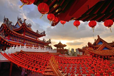 クアラルンプール、マレーシアの布告法皇寺で赤い提灯装飾 写真素材
