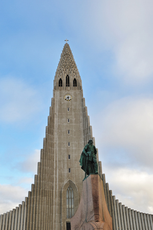 leif: The statue of Leif Eriksson in front of Hallgrimskirkja church, central Reykjavik, Iceland