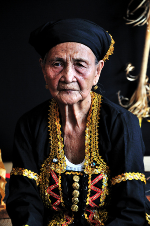 kota kinabalu: KOTA KINABALU, MALAYSIA - MAY 30, 2015: High priest or bobohizan at the exhibition kiosk during the State Harvest Festival Celebration in Kota Kinabalu, Sabah. Editorial