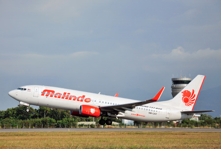 kota kinabalu: KOTA KINABALU, MALAYSIA - MARCH 10, 2016: Malindo aircraft takes off at Kota Kinabalu International airport, Sabah Borneo. Malindo Air is one of the low cost budget airlines in Malaysia. Editorial