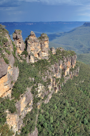 three sisters: The three sisters in Blue Mountains, New South Wales, Australia.