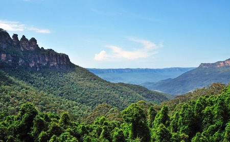 three sisters: The Three Sisters Blue mountain view in New South wales, Australia