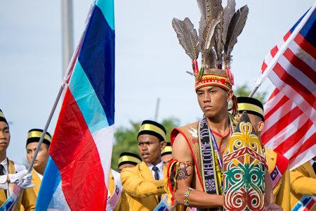 コタキナバル, マレーシア - 2017 年 8 月 31 日: ボルネオ島の Murut の倫理から人々 はサバ州コタキナバル市で 60 の独立記念日の祭典の間に行進します