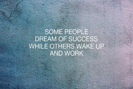 Citations inspirantes - Certaines personnes rêvent de succès tandis que d'autres se réveillent et travaillent.